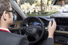 El timón se mueve solo: lo fácil y seguro que es la conducción de un vehículo moderno